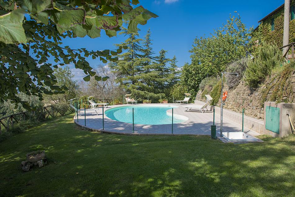 Casa della caccia appartamenti affitto con piscina for Design della casa con piscina
